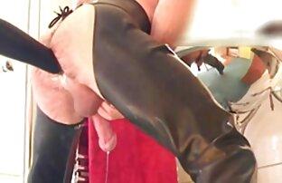 Deux mecs film porno francais complet streaming gratuit excités jouent avec des modèles AV sexy