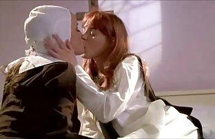 Il baise une MILF chaude sur un canapé !! films x français gratuit