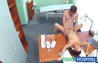 Risky film porno xxx en francais se masturbe dans le salon.
