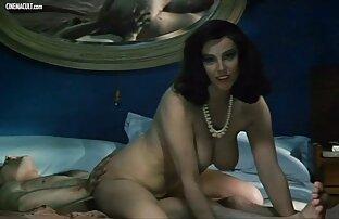 Twistys - Une brune film porno lesbien en francais en chaleur se frotte jusqu'à un gros orgasme